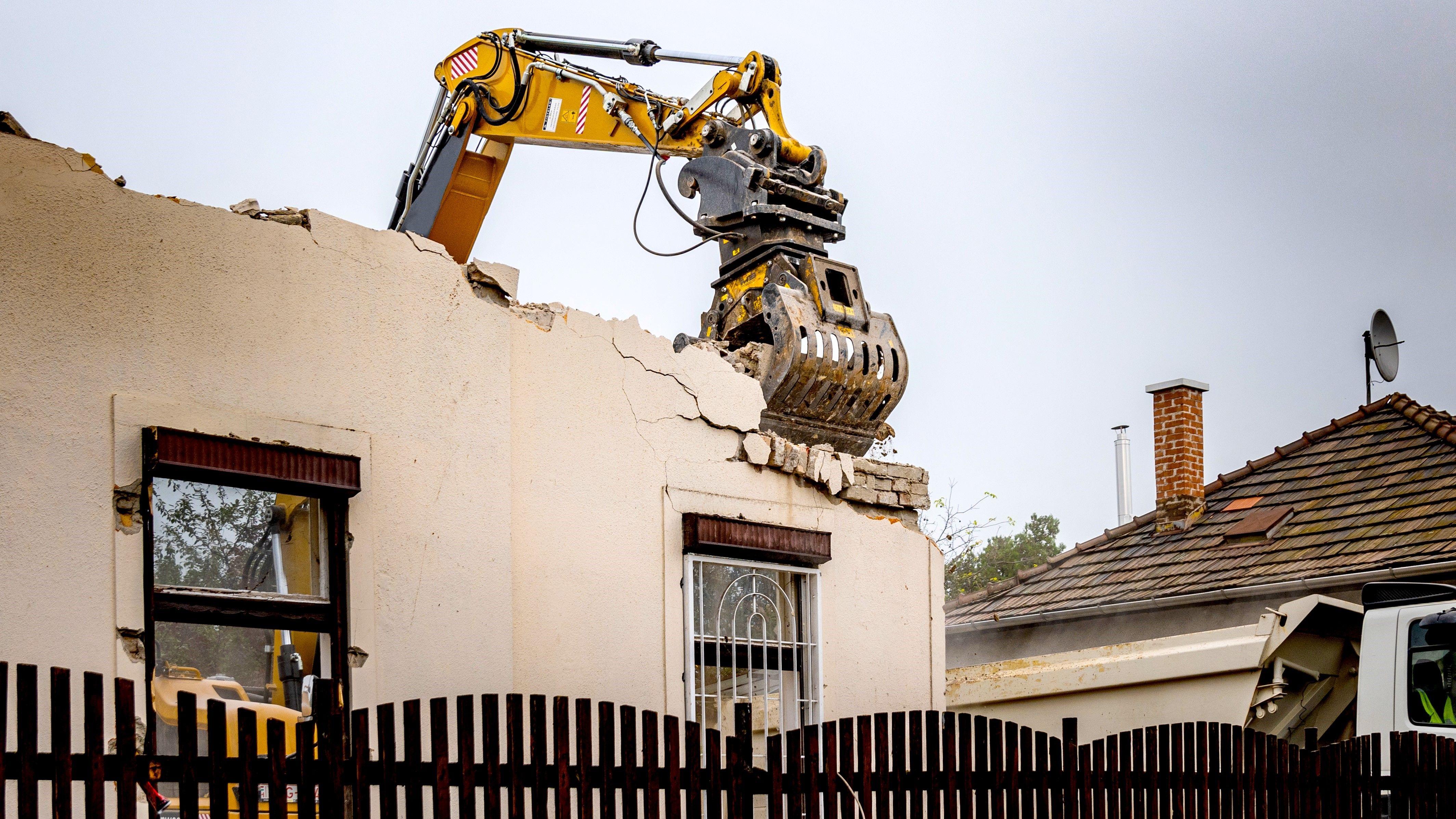 541_Foto 3_MB-G900 - Caterpillar M314 F - Hungary- House demolition- demolition_1609864056
