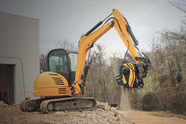 MB-C50 : Menzionata speciale al World Demolition Summit