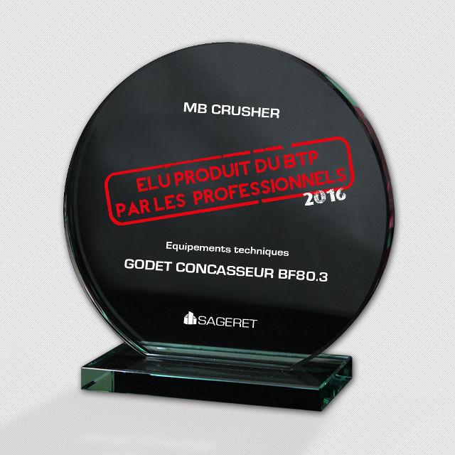 """News - Le godet concasseur BF 80.3 de MB Crusher a été élu à Paris """"Produit du BTP par les professionnels 2016"""""""