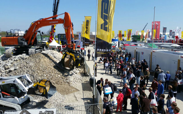 Bauma - Demo Area - MB-LS - MB-S sceener bucket