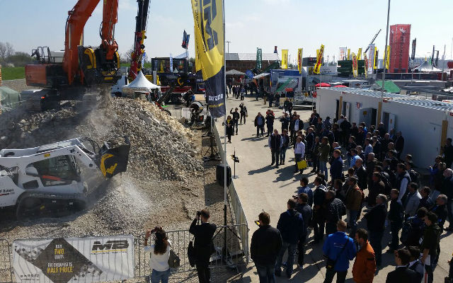 Bauma 2016 - Day 2 - crusher for excavator at work
