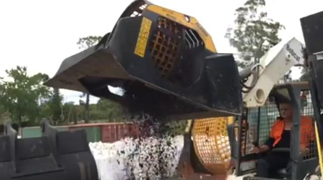 News - MB-LS140, the new rotary screener for skid loaders working