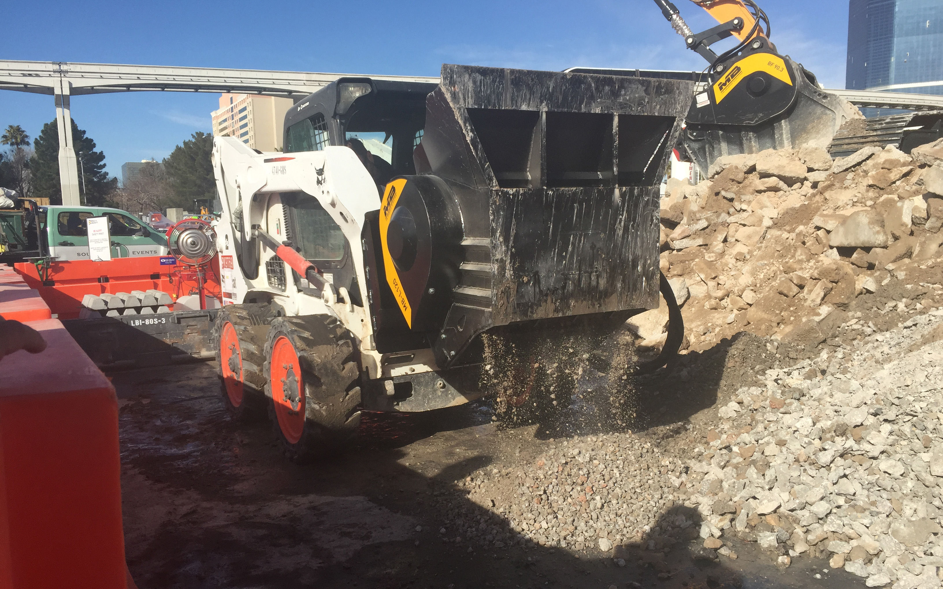 MB MB-L120 Crushing Attachment