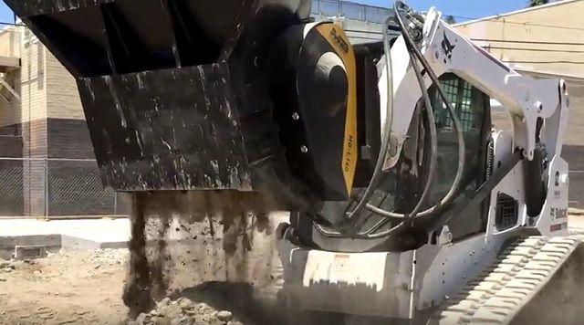 News - La benna frantoio MB-L 140 frantuma cemento e cemento armato