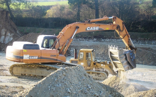 mb crusher BF120.4 mounted on Case excavator