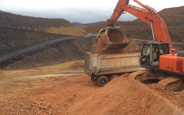 MB-S23 screener bucket on Hitachi excavator