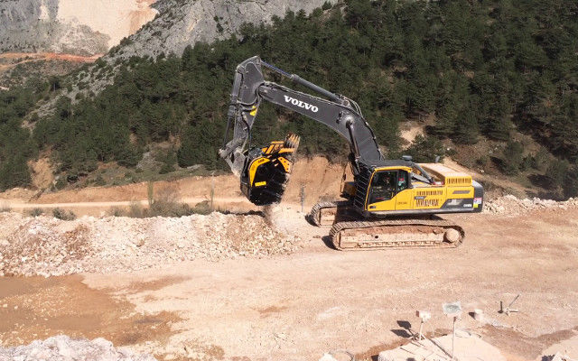 BF135.4 mounted on Volvo excavator in a big quarry in Turkey