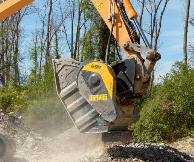 ''Le godet-concasseur BF90.3 série 4 et le godet-cribleur MB-S18 nous permettent de créer jusqu'à 300 tonnes de recyclé par jour''