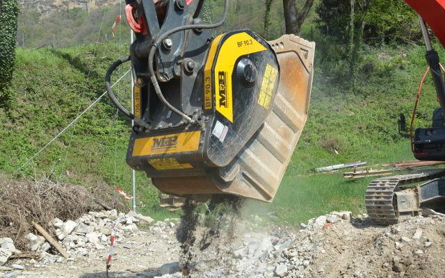 """""""Il vantaggio di questa macchina è che ci consente di frantumare il materiale direttamente in cantiere senza doverlo portare in discarica"""""""
