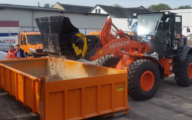 Größter MB-Brecherlöffel für Radlader Typ-MB-L200 im Herzen des Ruhrgebiets