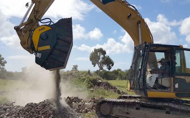 MB Crusher al rescate de la naturaleza de Nevis