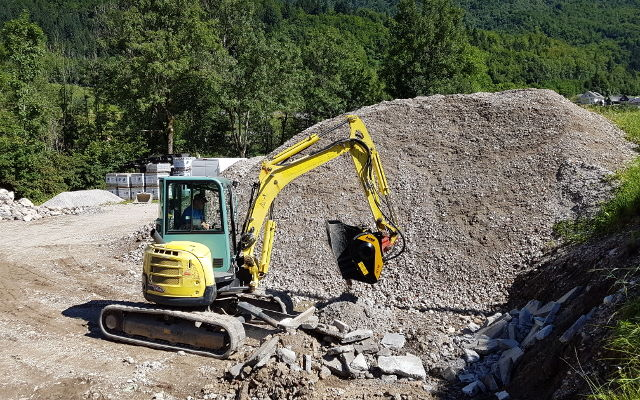 News - An MB-C50 crusher bucket at work in a natural park in Slovenia