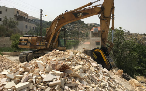 News - Recycling marble stones in Lebanon with the BF70.2 crusher bucket