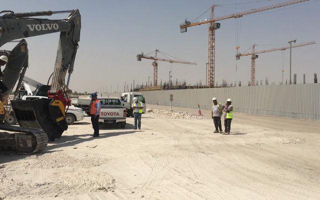 Caçamba trituradora MB Crusher a serviço da educação em Doha
