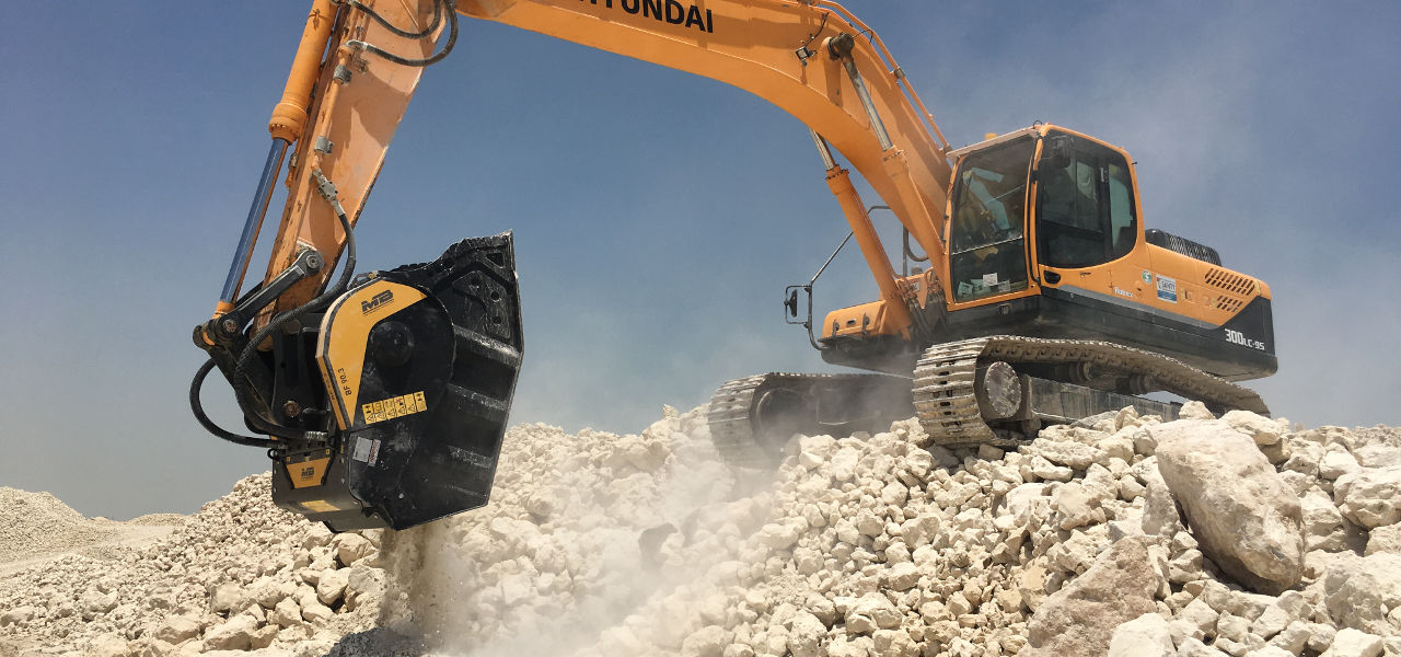 CRUSHING ITALIAN MOBILE CRUSHING SPECIALIST MB CRUSHER HAS FOUND SUCCESS IN THE MIDDLE EAST WITH ITS CRUSHER BUCKETS AND MOBILE SCREENS, USING ITS INNOVATIVE CONCEPT AND QUALITY TO MASTER THE CONDITIONS AND ADD VALUE TO JOB-SITES