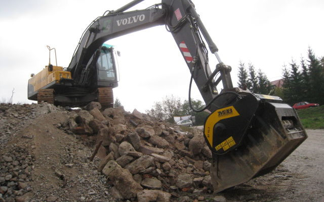 Crushing it to build Doha school