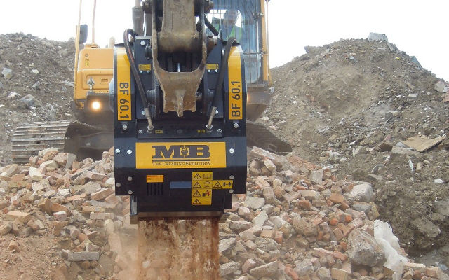 News - Broad daylight : MB Crusher sneaked in! (…to do the job)