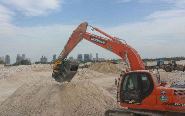 News - MB Crusher Bucket BF90.3 at work on Al Khor Expressway to save time and costs