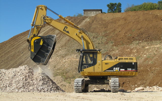 Crushing and recycling at construction site Crushing and