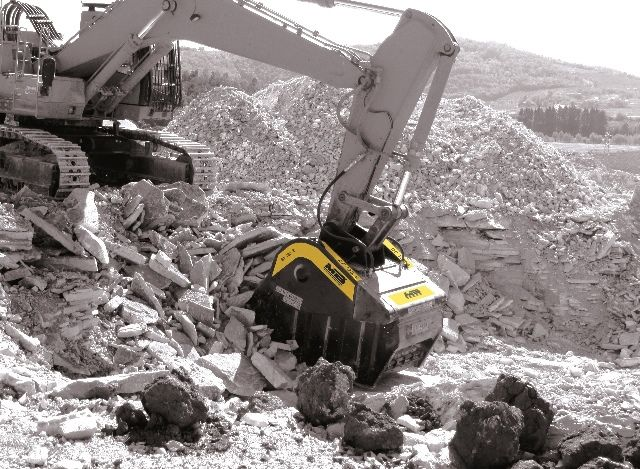 News - THE MB FAMILY EXPANDS IN 2015,  WITH THE ADDITION OF TWO NEW BUCKET CRUSHERS