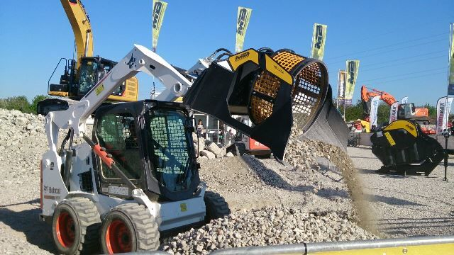 News - MB CRUSHER AT INTERMAT LAUCHED THE NEW MB-LS140,  A SCREENING BUCKET FOR LOADERS, SKID STEERS AND BACKHOE