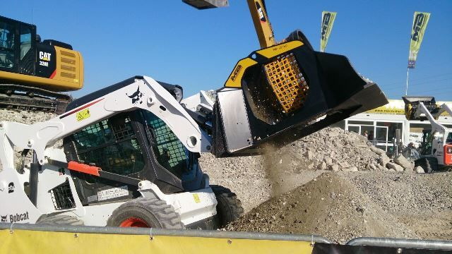 MB CRUSHER AT INTERMAT LAUCHED THE NEW MB-LS140,  A SCREENING BUCKET FOR LOADERS, SKID STEERS AND BACKHOE