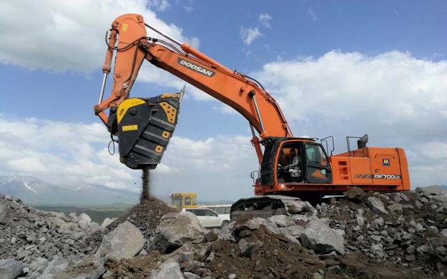 Obras y canteras en zonas casi inaccesibles: cómo anular las dificultades y bajar los costos