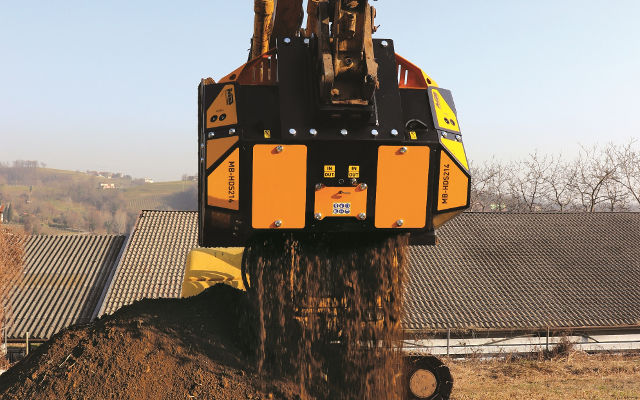 News - MB Crusher introduces the new generation of Shafts Screeners: excellent multi-purpose system to manage different types of materials efficiently