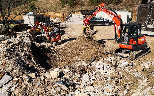 Screening Bucket MB-S10 on excavator Kubota U55
