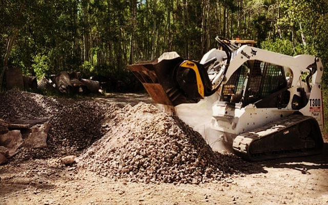 Skid steers, loaders, backhoe loaders: <br>9 tips to use your equipment to its fullest.