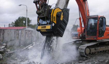 In Poland, iron is separated from concrete with the BF90.3 crusher bucket.