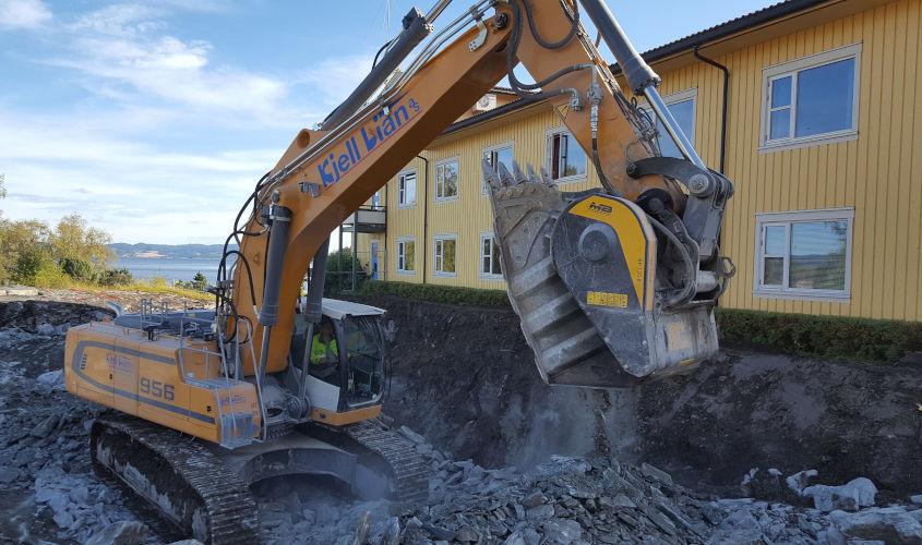 La cuchara trituradora BF135.8 está trabajando en Noruega en una obra para la construcción de un hospital.