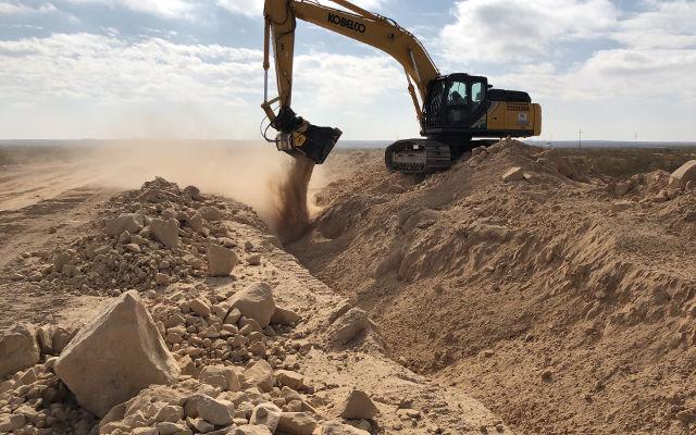 Песок и горная порода
