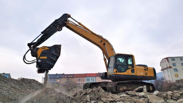 Jaw crusher bucket  BF90.3 on a Komatsu Excavator crushing demolition material