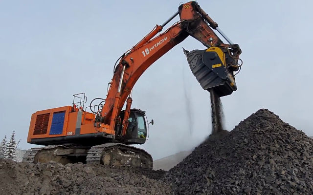 The excavator crusher BF135.8 is crushing coal for a road maintenance project.