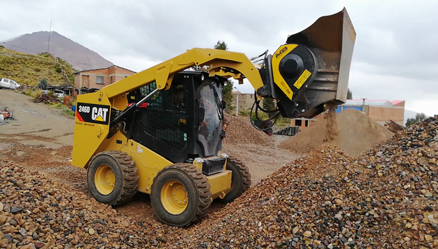 Recovering waste materials with MB Crusher