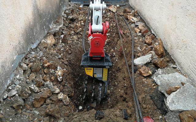 La fresa MB-R500 di MB Crusher al lavoro in Croazia in spazi angusti