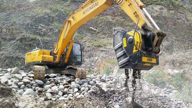 Ahorramos los costos de transporte triturando la piedra del rio directamente en la obra