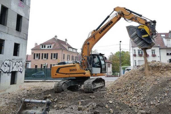 News - Concasseur sur pelle MB CRUSHER, un outil passe partout sur les chantiers