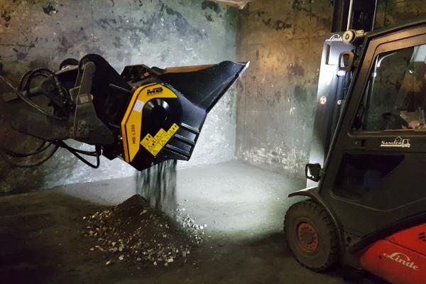 all'interno di una fonderia è bastato installare una frantoio MB-L a una pala per riciclare gli scarti di fusione