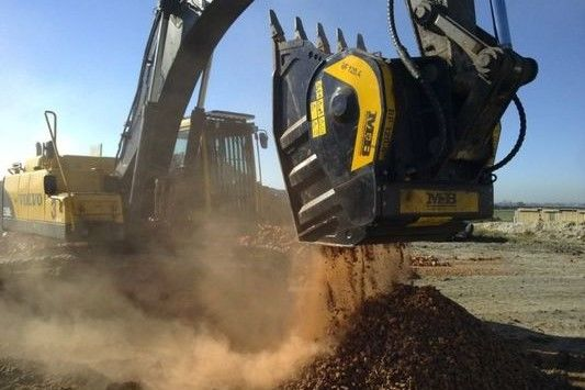 MB crusher bucket wins the day for Scribante
