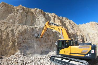 Precisión, velocidad, sin vibraciones en el brazo de la excavadora:  las fresadoras MB-R  permiten nivelar pavimentaciones, fresar paredes rocosas  tanto en canteras como en obras urbanas.