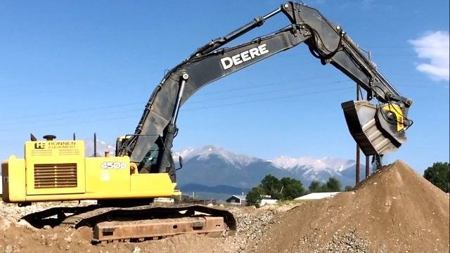 MB Crusher BF90.3 crushing waste to reduce onsite costs