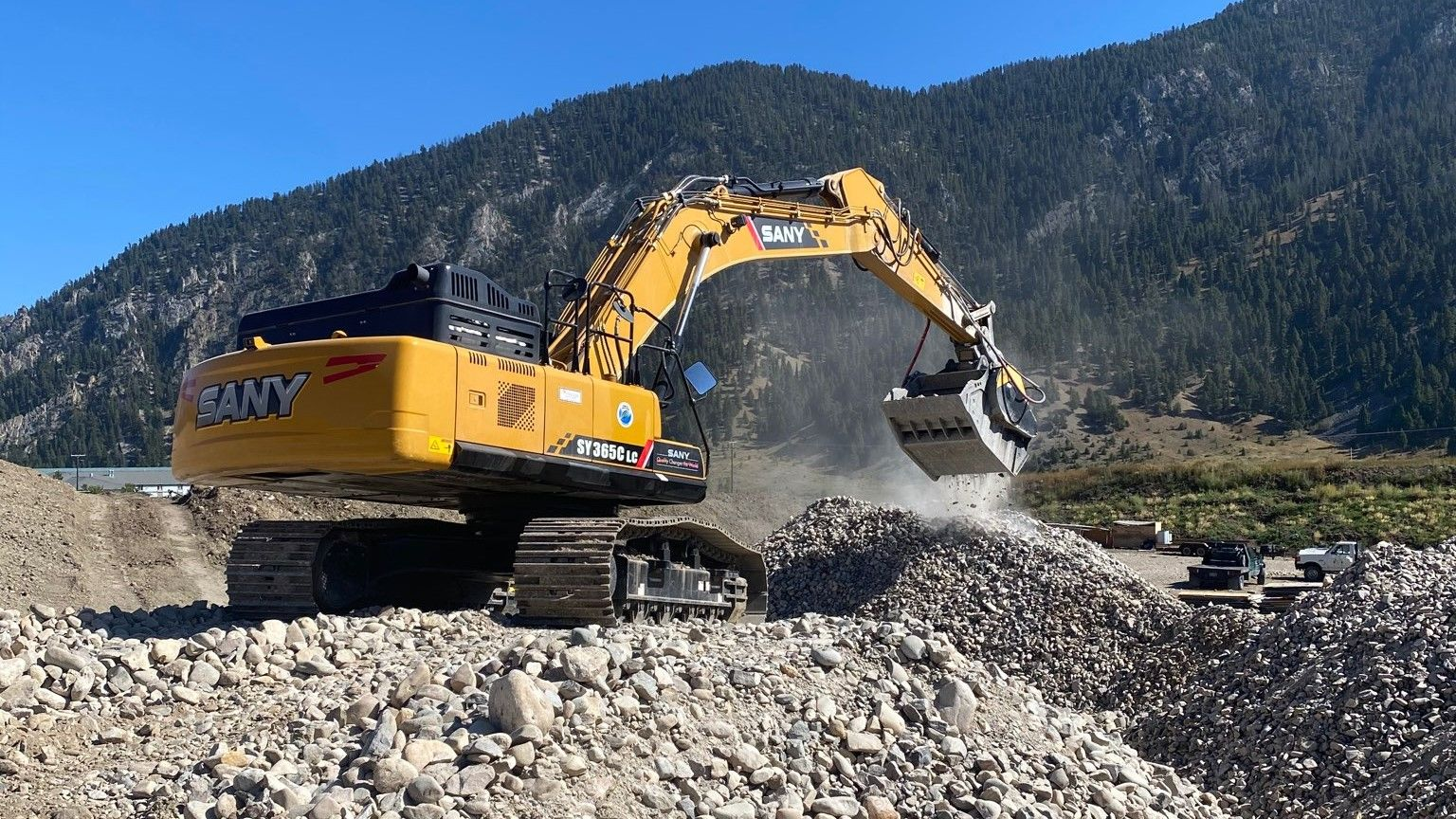MB Crusher Bucket at work for BSLM