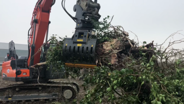 Selecting the Right Grapple for Your Excavator
